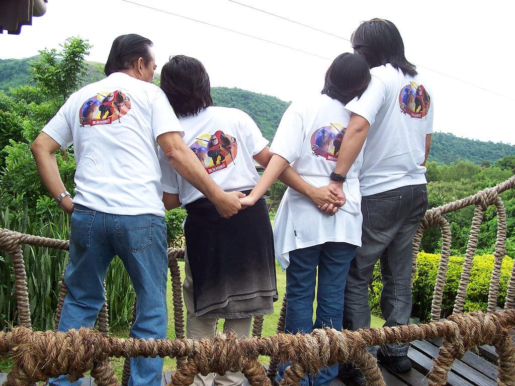 Bonding in Tagaytay/Creative Commons