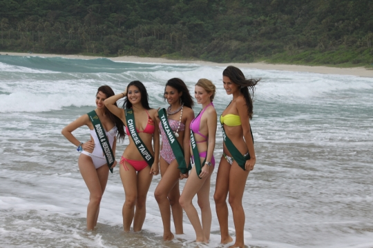 Beauties in Hannah's Beach Resort