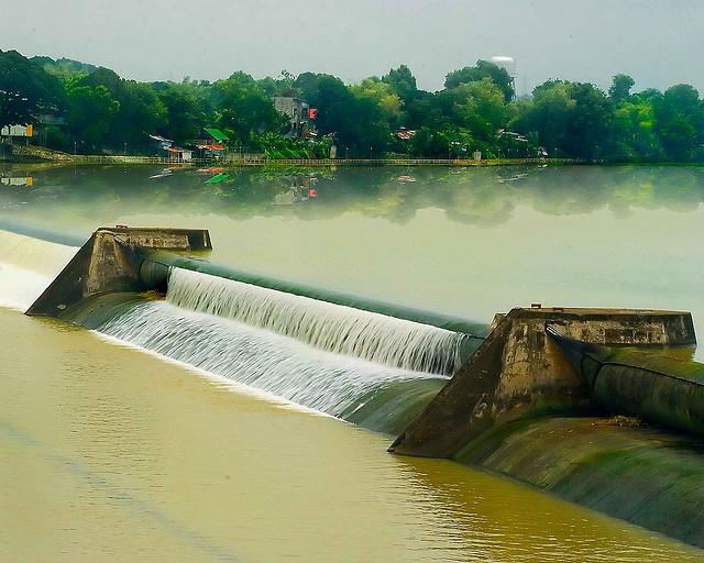 Bustos Dam