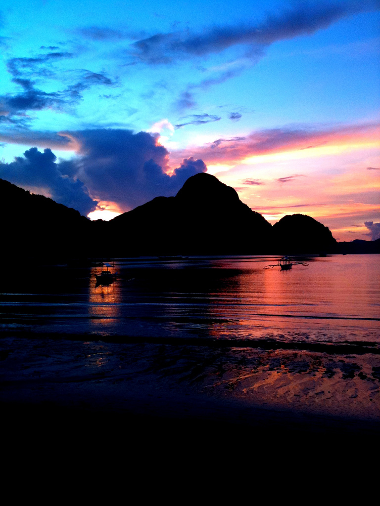Enjoy the view of the sunset at Malapacao