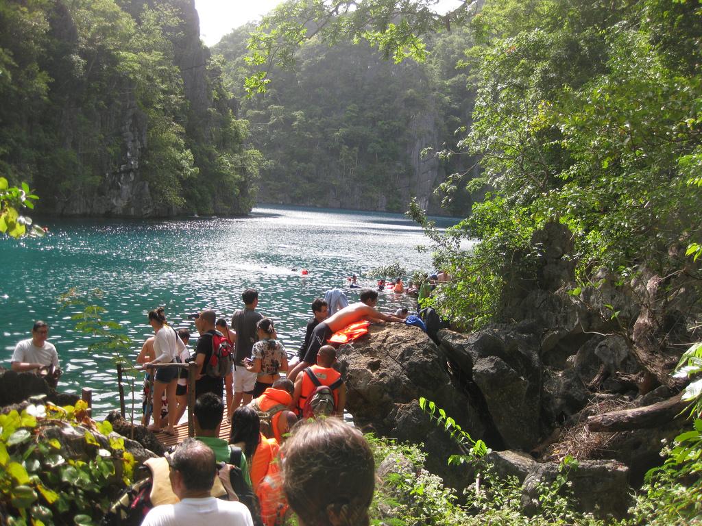 Tourists at Kayangan Lake