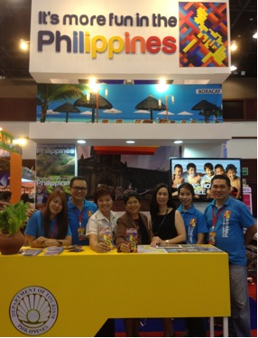 Honorable Jocelyn Batoon-Garcia, Philippine Ambassador to Thailand (fourth from left) visited the Philippine Booth .Photos by DOT.