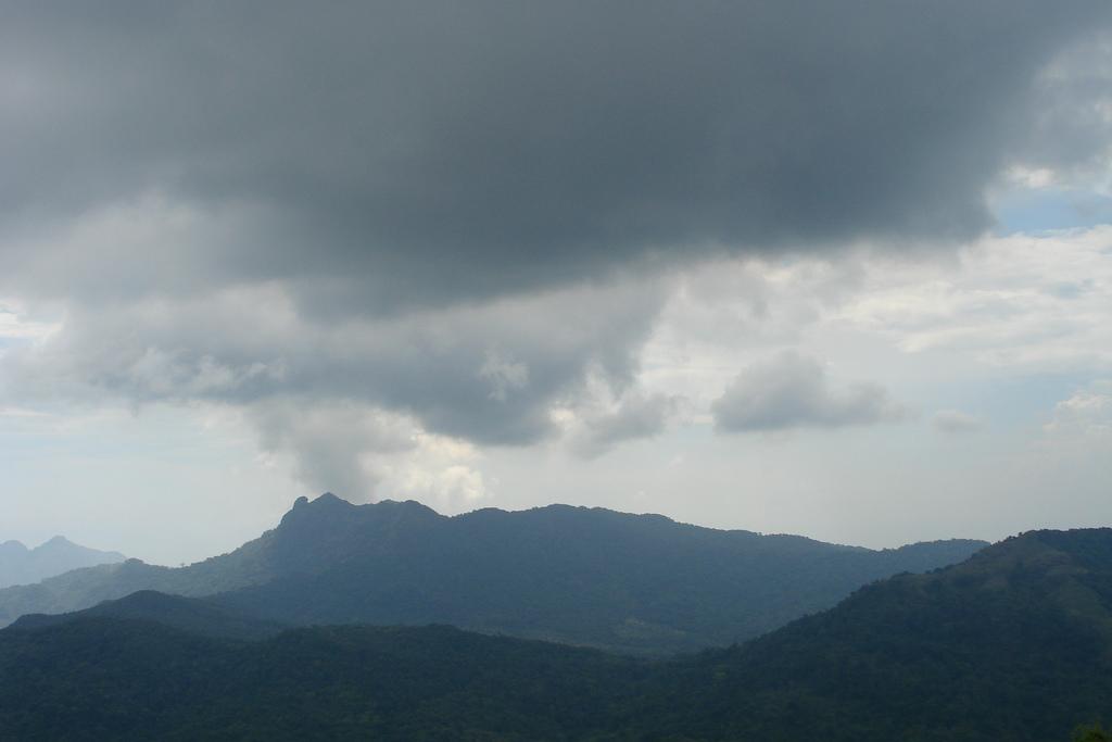 Mt. Pico de Loro by jojo nicdao/Creative Commons