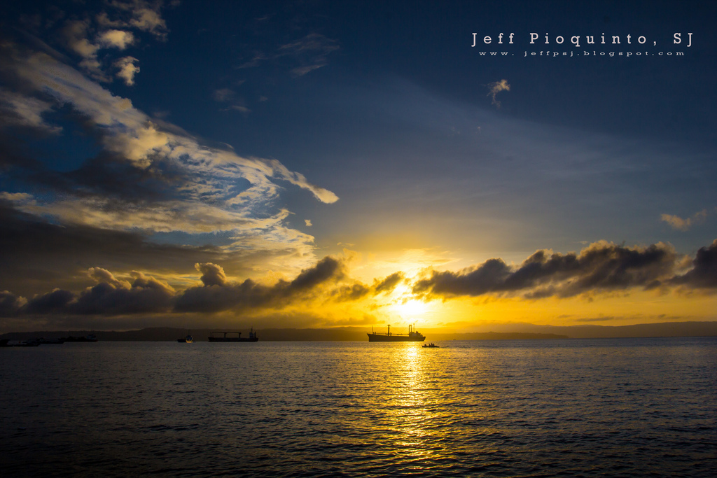 Manila Bay Sunrise at Easter