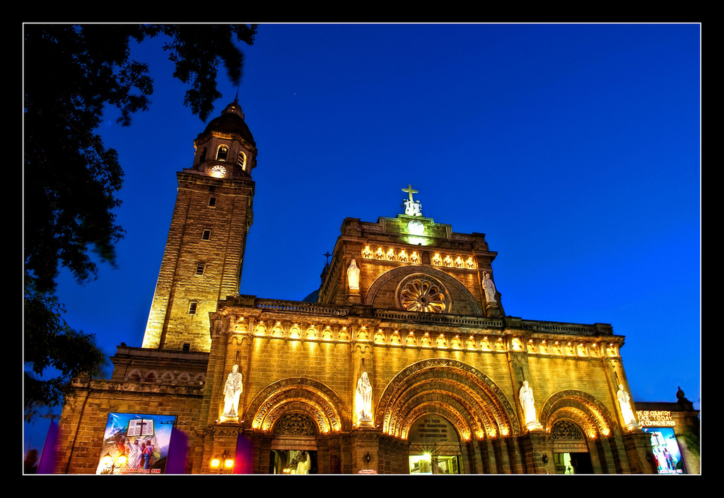 Manila Cathedral by Salim Photography/Creative Commons