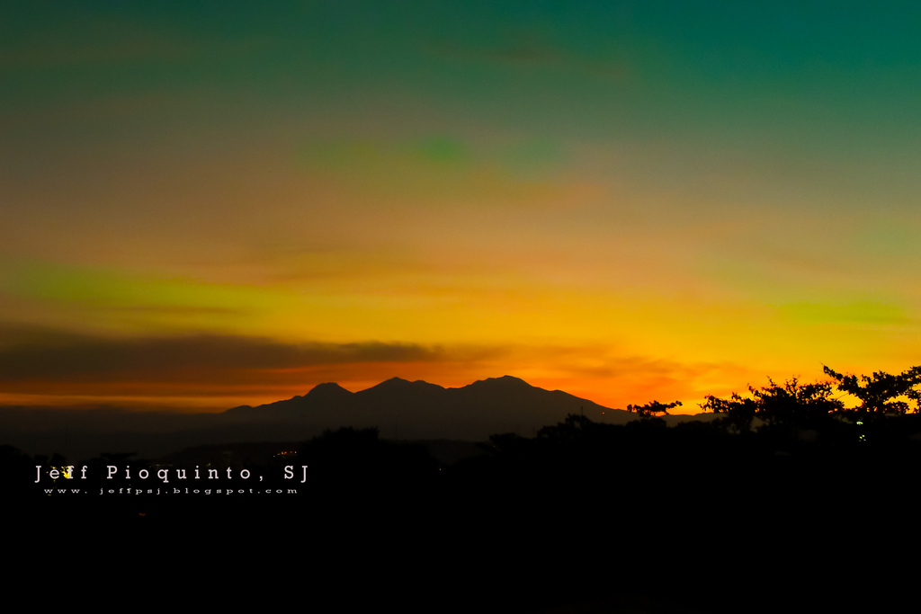 Majestic Mt. Apo Sunset at Davao City by Jeff Pioquinto SJ/Creative Commons