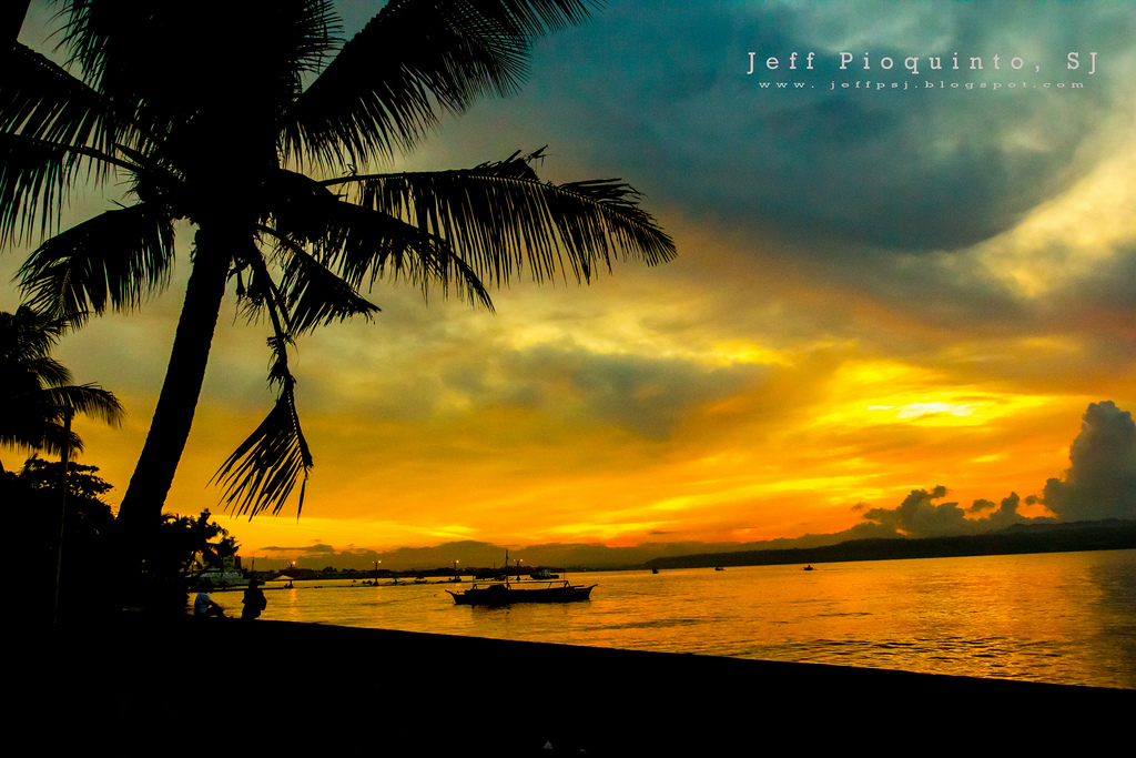 Davao City Sunrise by Jeff Pioquinto SJ/Creative Commons