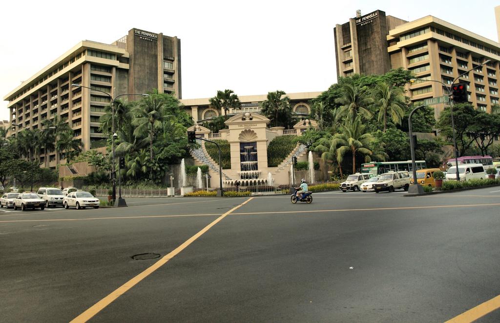 The Manila Peninsula Hotel by Jun Acullador/Creative Commons