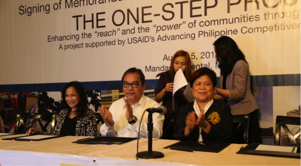 Signatories to the One-Step Project (L-R): USAID Philippines Mission Director Gloria Steele, DOT Secretary Ramon R. Jimenez, Jr. and DSWD Secretary Corazon J. Soliman.