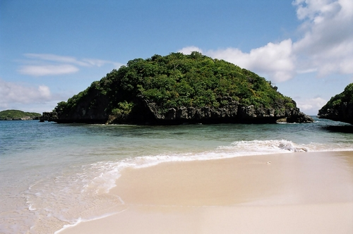 Hundred_Islands_National_Park,_Philippines