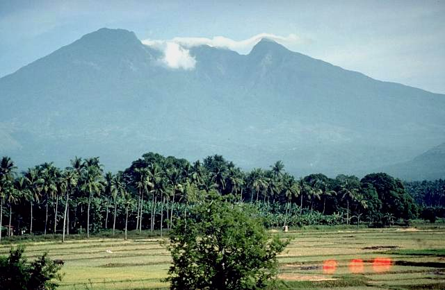 Mount Banahaw Photo by: Magalhães/Creative Commons