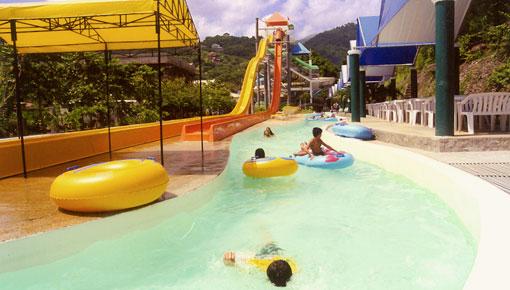 Long circular pool around the giant slides Photo by: tetadventurer.blogspot.com