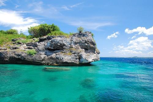 Pescador Island Photo by: www.retireinthephilippines.info