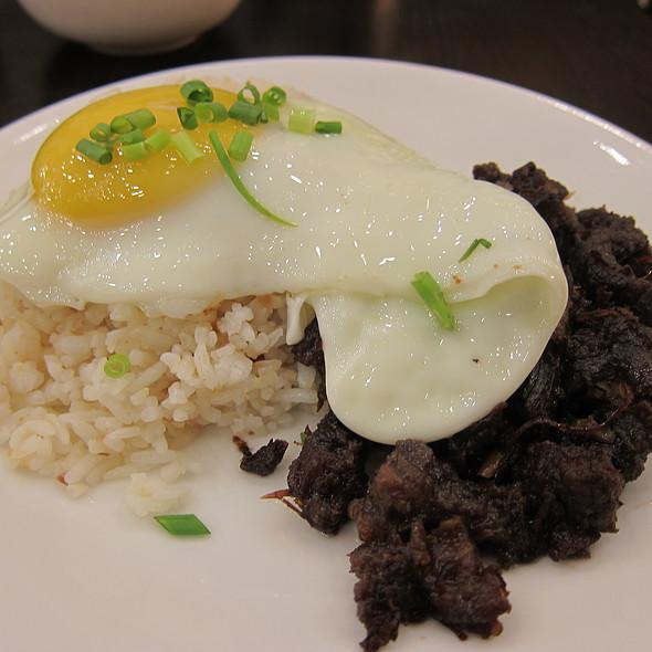 Tapsilog at Tapsi ni Vivian At Bulaluhan Image source: www.foodspotting.com