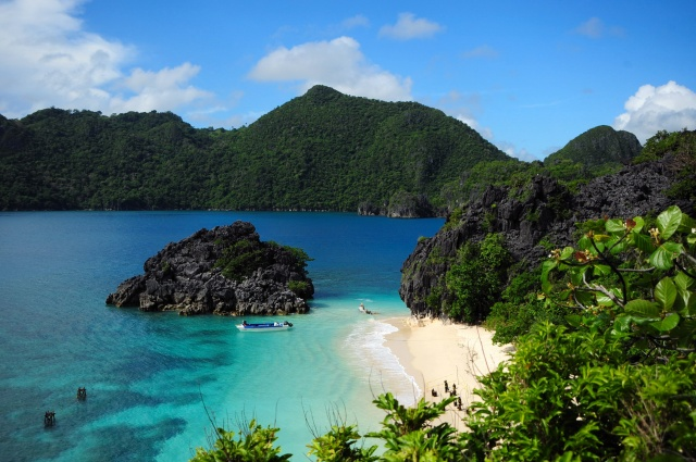 Caramoan Islands Image source: www.caramoan.ph