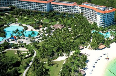 Shangri-La Mactan Island Resort & Spa, Cebu Image source: Animasola~enwiki/Creative Commons