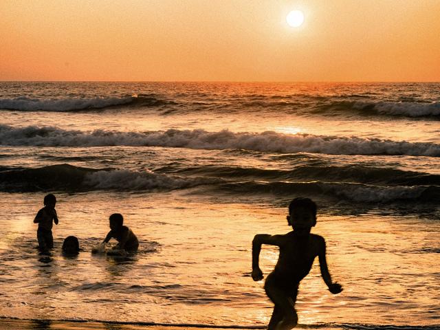 Swimming at Taberna, Bauang, La Union Photo by: Maricar Mangaoang of Flickr.com/Creative Commons