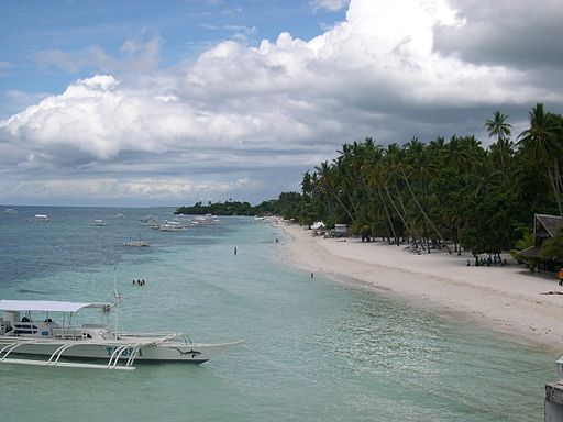 Alona Beach Photo by: Magalhães/Wikimedia Commons