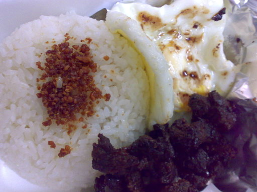 Beef tapa with rice and egg (Tapsilog) Photo by: Magnus Manske/Wikimedia Commons