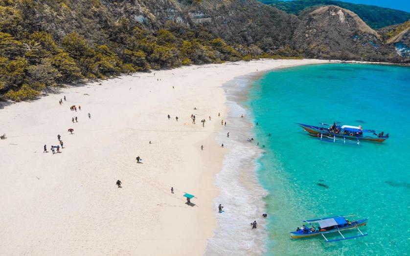beach calayan island